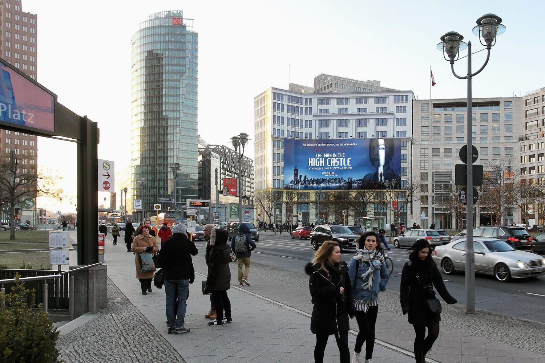 Limes Vertriebsgesellschaft das Riesenposter am Leipziger Platz von Amazon Prime im Januar 2017