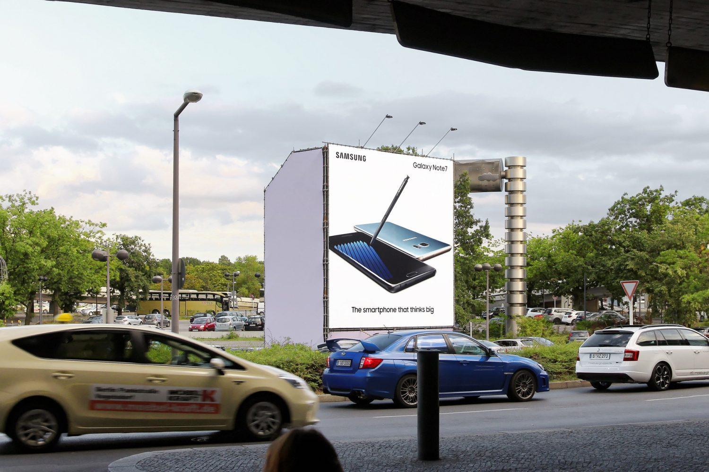 Limes Vertriebsgesellschaft Riesenposter am TXL mit Samsung