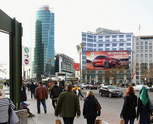 Das Riesenposter der LIMES Vertriebsgesellschaft von BMW