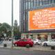 Der KuDamm LED-Videoscreen der LIMES Vertriebsgesellschaft mit EasyJet im September 2017