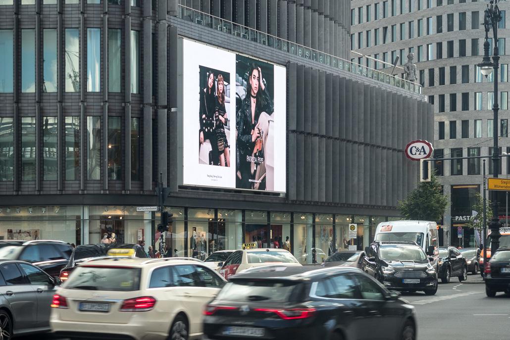 Der KuDamm LED-Videoscreen der LIMES Vertriebsgesellschaft mit Patrizia Pepe im September 2017